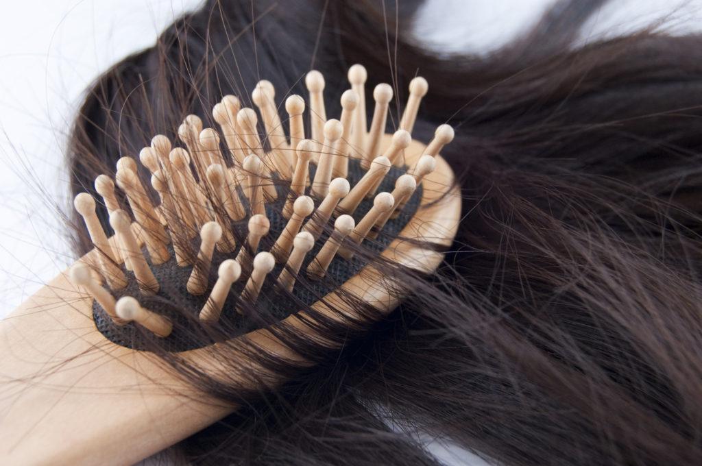 産後の女性に特有の「分娩後脱毛症」って何?