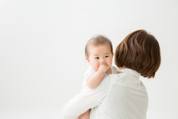 「産後の抜け毛」とは?産後に髪が抜ける理由と対策は?